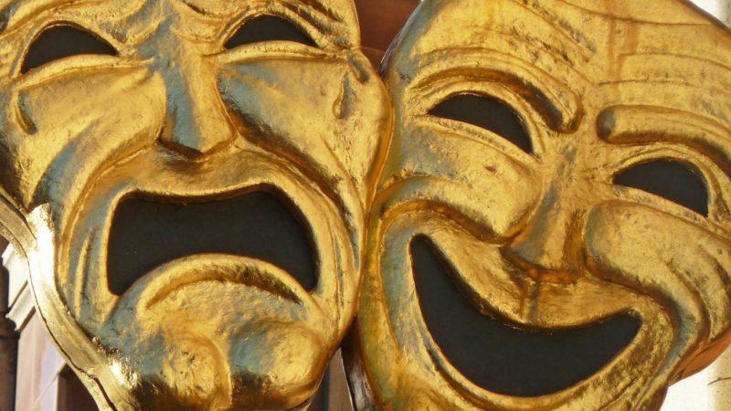 happy sad masks called 69da22b2d1aa3fe0 e1621879691170 - ۱۰ فیلم درام کمدی جدیدی که هم شما را میخنداند و هم میگریاند