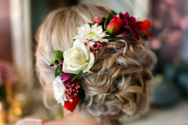 Chignon with natural flowers 14 - مدل های شینیون با گل طبیعی، پیشنهادهای عالی برای خانم های باسلیقه