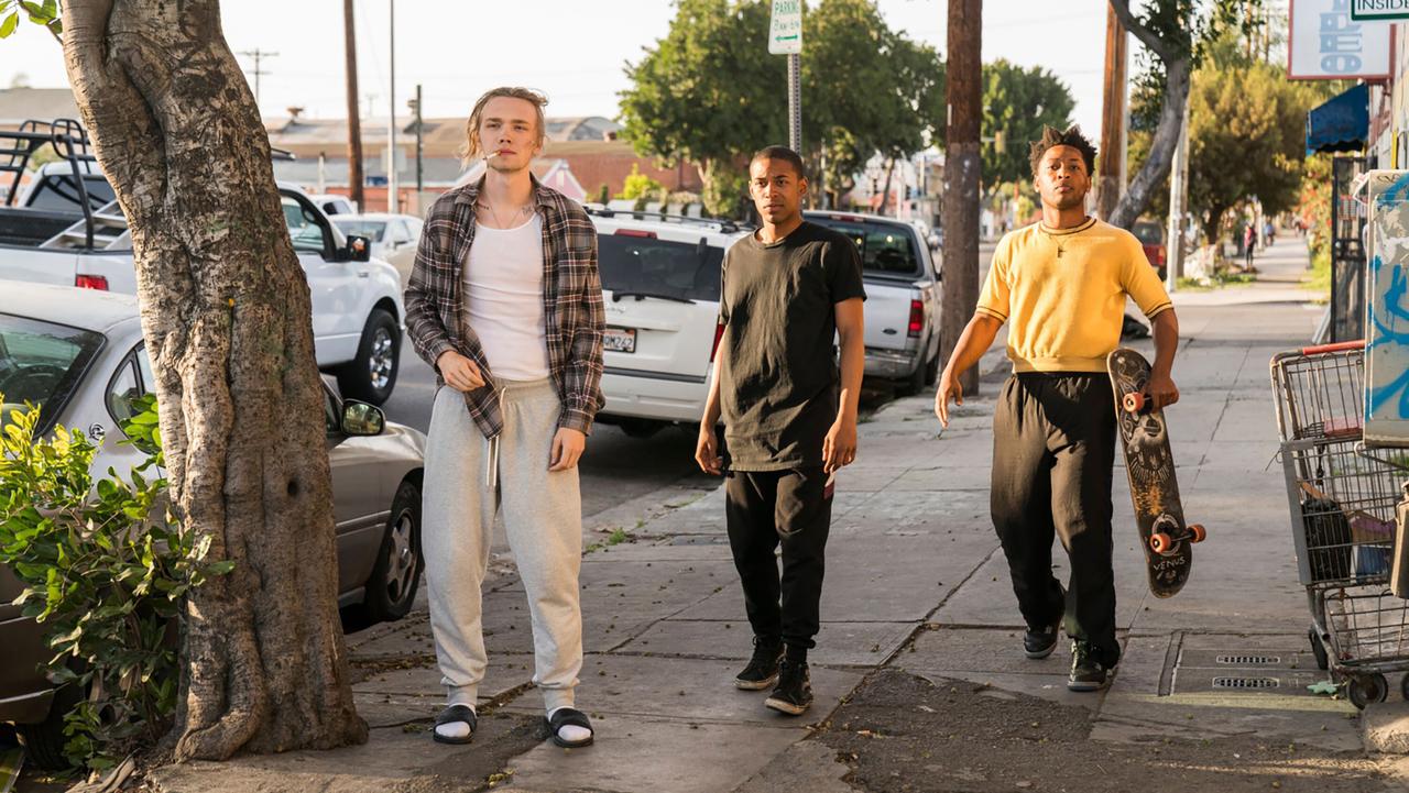 full GULLY  CHRIS WILLARD  1 WB LR UBG - معرفی و نقد فیلم Gully در مورد زندگی مشکل دار سه نوجوان در لس آنجلس